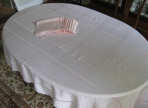 pink damask tablecloth and 12 napkins